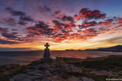 I'd sell my soul and  its shadow (IrreBerenTe Natalia Aguado) Tags: explore sunset soul memory monolith cross puedeque i'dsellmysouland itsshadow redsky redclouds red cloudscape sky sea rocks canon6d canonespaña longexposure coast sunrise nataliaaguadoirreberente landscape clouds cantabria castrourdiales cruz