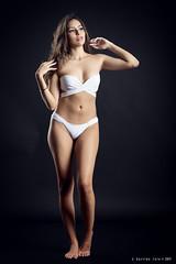 Ela - 3/6 (Pogdorica) Tags: modelo sesion estudio posado chica sexy ela bikini