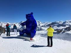 The Big Blue Bear (Marc Sayce) Tags: big blue bear sculpture saulire spring march 2019 mountains snow snowboarding skiing ski resort three valleys trois vallées savoy savoie courchevel