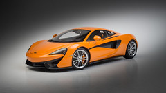 McLaren 570S-02 (M3d1an) Tags: mclaren 570s autoart diecast composite 118 miniature