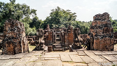 Pre Rup in Siem Reap (Lцdо\/іс) Tags: siemreap cambodia cambodge kambodscha khmer temple asia asian asie asiatique travel trip discover explore voyage awesome monument statue lцdоіс prèrup buddhisme buddha bouddha boudhisme