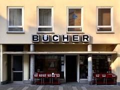 BÜCHER (Monsieur Adrien) Tags: laden ladenschild leuchtreklame schaufenster storefront storesign neonsign typo typografie typography retrosign shopwindow mainz bücher buchhandlung