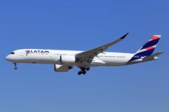 LATAM Airlines  Airbus A350-941 PR-XTI (widebodies) Tags: madrid mad lemd widebody widebodies plane aircraft flughafen airport flugzeug flugzeugbilder latam airlines airbus a350941 prxti