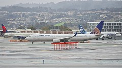 United Airlines 2012 Boeing 737-900ER N38459 rainy day San Francisco Airport 2019. (planepics43) Tags: unitedairlines unitedexpress boeing 737900 737 n38459 37206 airport aviation aircraft airplane pilot planes planespotting plane flying flight 17crossfeed claytoneddy landing lufthansa delta deltaairlines sfo southwestairlines sanfranciscoairport sfoov maintenance americanairlines weather winglet
