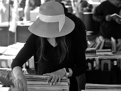Lady in the hat (ROSS HONG KONG) Tags: hat lady records fairfax fleamarket melrose black white bw blackandwhite monochrom monochrome leica 50mm 095 noir blanc