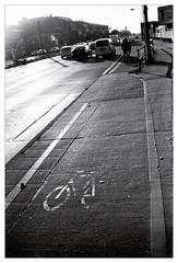 analog - EOS 300X / EF 40/2.8 - Tri-X 400 (tom-schulz) Tags: eos300x ef4028 trix400 kodak film 35mm analog monochrom bw sw berlin thomas sch thomasschulz fahrrad fahrradweg strase gegenlicht symbol pictogramm