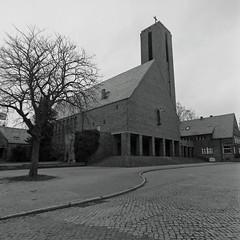 Berlin Jesus Christus Kirche Hittorfstrasse  8.3.2019 (rieblinga) Tags: berlin kirche dahlem hittorfstrasse 832019 analog rollei 6008 ilford fp4 sw