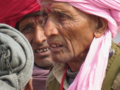 varanasi 2019 (gerben more) Tags: people portrait portret varanasi benares oldman turban bandana india