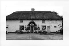 the kings head pub tealby (Mallybee) Tags: pub tealby lincolnshire mallybee thatch roof old kings head bw blackwhite fuji fujifilm xt100 16mm f14 prime fujinon apsc xmount bayer 1367