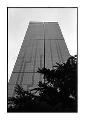 Monolithe (Oeil de chat) Tags: nb monochrome bw film pellicule argentique voigtlander bessa r2a jupiter8 kodak trix urbain architecture monolithe tours rennes minimalisme lignes