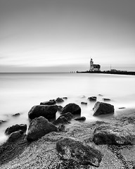 Marken (zsnajorrah) Tags: landscape landscapephotography beach water lake rocks lighthouse sky clouds sunrise earlymorning blackandwhite monochrome longexposure neutraldensityfilter nd breakthroughphotography x4nd10 tiffen gradnd sirui canon 7dmarkii efs1018mm netherlands marken markermeer paardvanmarken explore