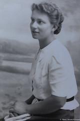 Maman tu avais 20 ans le 12 Mars 1939..... (Elyane11) Tags: maman souvenir pensée 100ans 20ans 1919 1939 2019 portrait paris