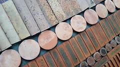Muret, mosaïque et diagonales (Sokleine) Tags: diagonale mosaics mur wall architecture détails décorarchitectural details briques paris 75017 france 1mois 1thème lines lignes droites cercles geometric