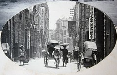 Hong Kong, Queen's Road Central, ca. 1900 (Charles in Shanghai) Tags: charles shanghai kien hong kong hongkong dutch holland china trading company handelscompagnie hchc rotterdam london tientsin tianjin building architecture sky road richshaw queens central gwulo white black blackandwhite bw