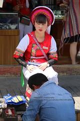 Xizhou, Bai-woman (blauepics) Tags: china chinese chinesisch yunnan province provinz dali xizhou city stadt bai minority minderheit stamm tribe woman frau costume tracht traditional traditionell