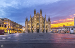 Sunrise [IT] (ta92310) Tags: travel europe italie italia italy lombardia lombardie milan milano winter 2019 bluehour longexposure duomo cathedral catholic catholique place alone architecture morning matin piazza