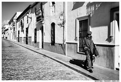 Por las Calles de Trigueros (Matías Brëa) Tags: calle street streetphotography blancoynegro blackandwhite bnw mono monochrome monocromo personas people gente
