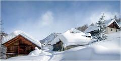 Sommeil hibernal (watbled05) Tags: architecture ciel chalets extérieur hautesalpes massifdesecrins montagne neige nuages paysage rochers sentier village