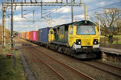 Colourful Mancunian containers. (Powerhaul70Pey) Tags: freightliner 70 70002 traffordpark southamptonmct chelford containers freight train locomotive railway rail railroad intermodal