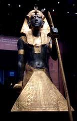 Statue en bois du gardien du Ka du roi, portant la coiffe Némès, 1336-1326 av. J.-C. (y.caradec) Tags: paris tutankhamon toutânkhamon tutanchamun france europe king tut tutenkhamon tutenkhamen tutankhaten tutankhamun tutankhamen nebcheperre ench amun anch tutanchamon tutanchaton tutenchamun tutanchamón ankh toetankamenarتوت عنخ آمونarzتوت امونasttutankamónazbتوت انخ ענח آمونuztutanxamonvitutankhamunwartutankhamunyiטוטאַנכאַמוןyotutankhamunzhminnantutankhamunzhyue圖坦卡門zh图坦卡蒙 expositiontoutânkhamonletrésordupharaon auxgrandeshallesdelavilletteàparisexhibitiontutankamuntreasuresofthegoldenpharaoh exposition le trésor du pharaon aux grandes halles de la villette à exhibition tutankamun treasures golden pharaoh тутонхомун ฟาโรห์ตุตันคาเมน тутанхамон توت آمون tutanxamon טוטאַנכאַמון 圖坦卡門 图坦卡蒙 תותענחאמון توتانخآمون توتعنخامون توتعنخآمون توتعنخآمون तुथंखमुन তুতানখামেন ਤੂਤਨਖ਼ਾਮੁਨ துட்டன்காமன் തൂത്തൻഖാമൻ ටූටන්ඛාමූන් 투탕카멘