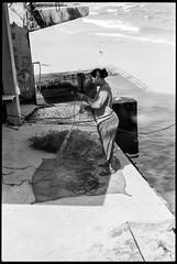 Mending the nets - Hua Hin = Thailand (waex99) Tags: 2018 400iso extreme huahin leica m6 summicron ultrafine asia family film holidays thailand thailande net filet fishing fiserman pecheur peche work travail mer sea activity activite woman femme analog argentique travel voyage asie shadow ombre