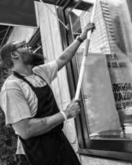 Chestnut Street, 2018 (Alan Barr) Tags: philadelphia 2018 chestnutstreet street sp streetphotography streetphoto blackandwhite bw blackwhite mono monochrome candid city people panasonic gx85