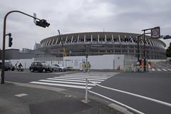 Tokyo.新宿区霞ヶ丘 新国立競技場 (iwagami.t) Tags: iwagamitetsuo 201902 fujifilm fuji xt3 xf14mm japan tokyo city town urban studium sidewalk people