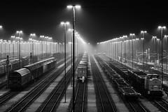 Kai-Uwe Klauß port industry III (Kai-Uwe Klauss) Tags: eisenbahn hafen hamburg herbst industrie nacht nebel schienen railroad rail harbor foggy blackandwhite schwarzweis bw bahn nachts gleise