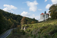 Pieskowa Skała Castle (MACIEJ WOJCIECHOWSKI) Tags: castle castillo pieskowa skała eagles nest trail track travel view road green trees clouds cloud cloudy sunny day daylight outdoor outside outdoors architecture building rock summer landschaft cielo ciel blue colors colours colorful