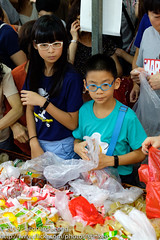 Grabbing their jelly loot (Stinkee Beek) Tags: ethan erin chinesenewyear