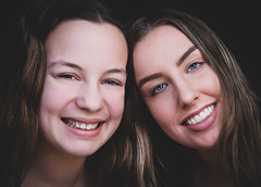 DENS3705 (YouOnFoto) Tags: girls two meide twee portret portrait smile sisters zussen soeur fujifilm xt20 moody emotional lach beauty