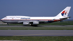 9M-MPQ 2005-04-23 AMS (Gert-Jan Vis) Tags: 9mmpq boeing b747 b747400 malaysia schiphol kodachrome 29901