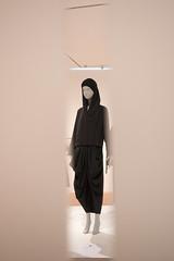Contemporary Muslim Fashions im MAK- PK-bw_20190403_8478.jpg (Barbara Walzer) Tags: 030419 contemporarymuslimfashions mak museumangewandtekunstfrankfurt