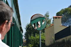 Reflexo do Comboio Histórico de Via Estreita - Eixo (valeriodossantos) Tags: comboio cp train passageiros 9004 locomotivadiesel comboioespecial comboiosazonal comboiohistórico comboiohistóricodeviaestreita sernadadovouga caminhosdeferro portugal eixo aveiro reflexo espelho