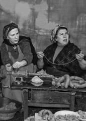 embutiendo (lamiasolamente) Tags: personas artesania alimentos embutidos