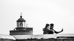 Lighthouse out of the Selfie (Gaw') Tags: phare lighthouse selfie noiretblanc monochrome blackandwhite bretagne brittany couple duo