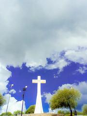 Y se abrió el cielo (Sebastian.Berto) Tags: villacarlospaz córdoba arg argentina cruz lacruz cielo sky light trip travel trekking monumentolacruz monumento motorola