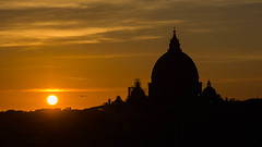 Cupolone al tramonto (pepsamu) Tags: sunset rome roma atardecer tramonto sanpedro vaticano vatican saintpeter sanpietro sun sunlight canon canonistas 60d 55250 2019 italy italia cúpula architecture arquitectura