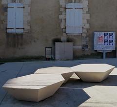 Bayonne, Pyrénées-Atlantiques: bancs pour le thème du mois d'avril (Marie-Hélène Cingal) Tags: france bayonne aquitaine nouvelleaquitaine labourd pyrénéesatlantiques 64