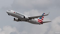 Boeing 737-800 (N812NN) American Airlines (Mountvic Holsteins) Tags: boeing 737800 n812nn