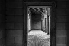 Room (michael_hamburg69) Tags: potsdam brandenburg germany deutschland marlygarten friedenskirche church kirche sanssouci arkadengang säulen monochrome innenhof säule