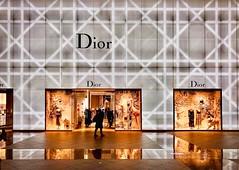 Dior@Taipei 101...... (Evo-PlayLoud) Tags: iphonex interior psexpress lightandshadows streetphotography design dior