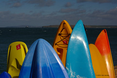 3KA13328a_C_2017-03-17 (Kernowfile) Tags: cornwall cornish pentax stives cornishharbours godrevylighthouse sea water sky bluesky reflections pier wave newpier surfboards kayaks rack