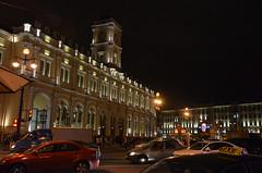 Gare de Moscou à Saint-Petersbourg (RarOiseau) Tags: nuit place gare rue russie façade saintpétersbourg horloge architecture saariysqualitypictures