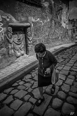 Wall Street !!! (poupette1957) Tags: art atmosphère black colombie canon city curious detail grandangle graph humanisme humour imagesingulières life lady monochrome noiretblanc noir old photographie people rue street town travel urban