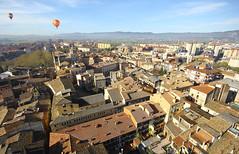 VIC. (Osona. Barcelona) (Josep Ollé) Tags: ciudad volar volando globo balloon