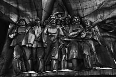 Patrie de béton (aurel_grand) Tags: minsk architecture stalin stalinism belarus biélorussie минск республика беларусь hiver winter ville city bâtiment bulding nb noirblanc noir blanc bw blackwhite black white statue bloc béton communisme communism cccp urss travail patrie soviétique