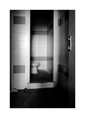 Vacant toilet (Franco & Lia) Tags: pisser latrine toilet abandoned abandonment rudere toilette bagno biancoenero noiretblanc schwarzundweiss blackwhite enap