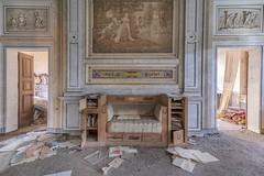 Throne (Leonardo Fazio) Tags: forgot forgotten lost decay abbandonata villa mansion castle exploration abandon abandoned urbexer urbex