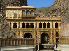 jaipur 2019 (gerben more) Tags: galta jaipur temple building mountain arch architecture india rajasthan